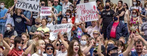 В России оставили в СИЗО оппозиционера-губернатора Хабаровска, задержание которого спровоцировало массовые протесты