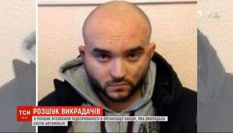 Поліція розшукує по всій Україні організатора банди, яка викрадала елітні авто