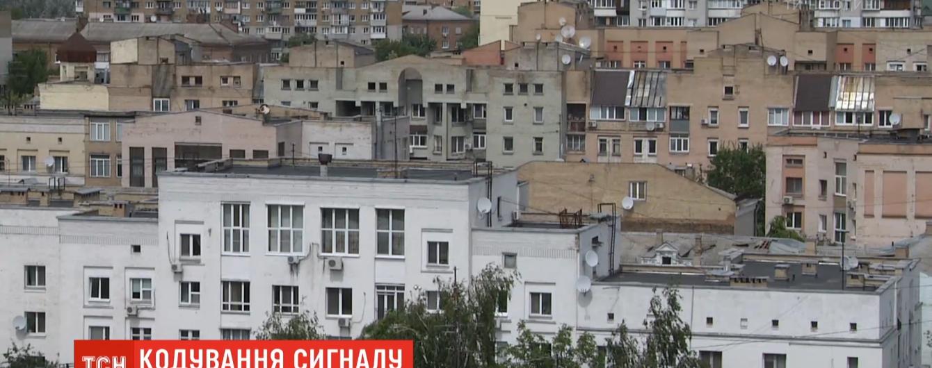 """""""Шляху назад немає"""": українці переходять від супутникових тарілок до офіційних трансляторів"""