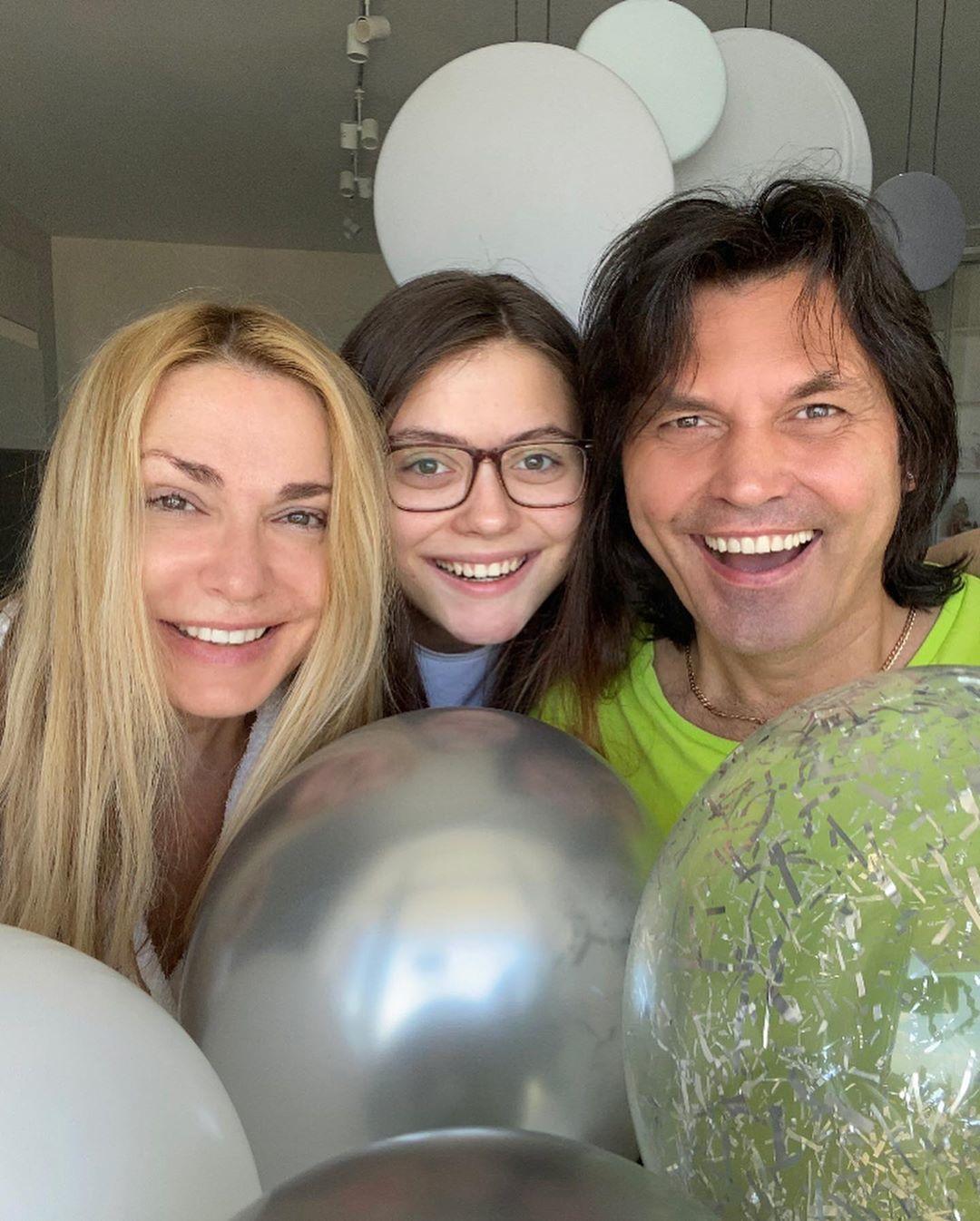 Ольга Сумська з чоловіком та донькою_1