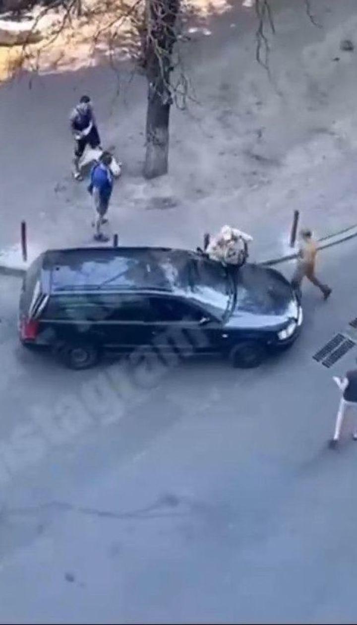 Замість оплати, дістав кулю: у Києві пасажир стріляв у таксиста, який його підвозив