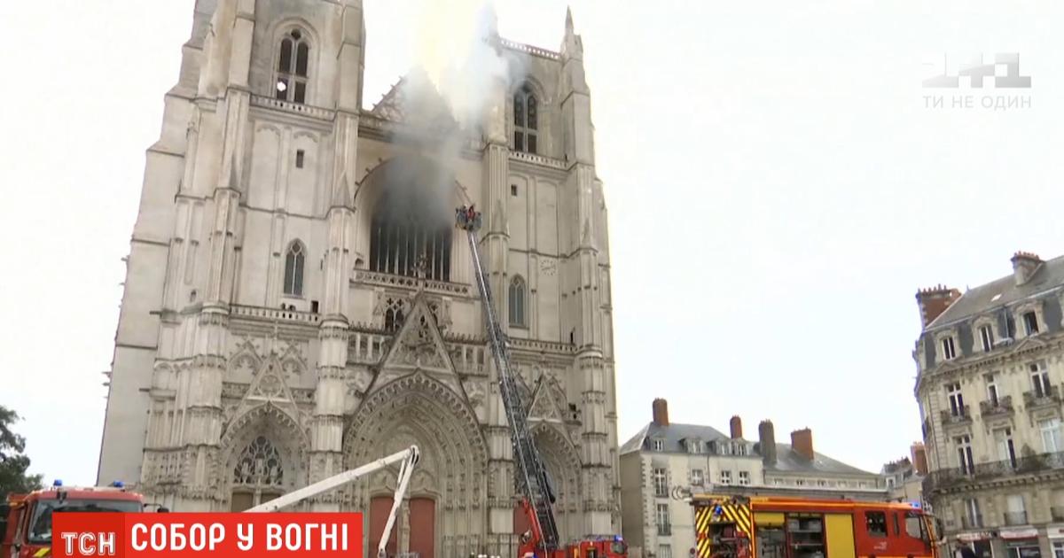 Знищено орган та вітражі, закоптило ікони: що залишилось у соборі святих Петра і Павла після пожежі