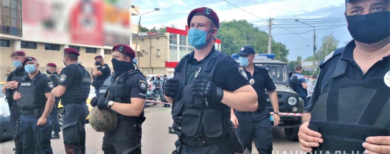 Отомстил за сына: камера видеонаблюдения зафиксировала момент убийства мужчины в Черновцах