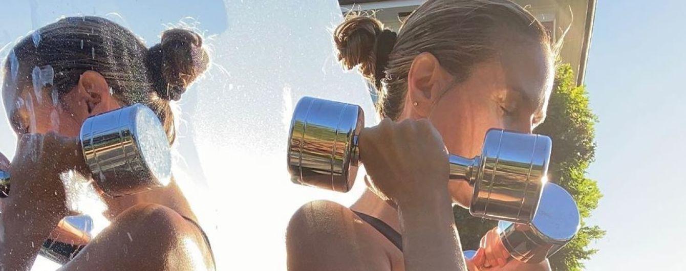 У нее тоже есть целлюлит: Хайди Клум показала фото с тренировки и снимок в бикини