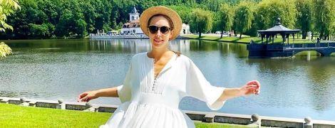 У лавандовому вбранні з малюнком: Катя Осадча продемонструвала модну обновку