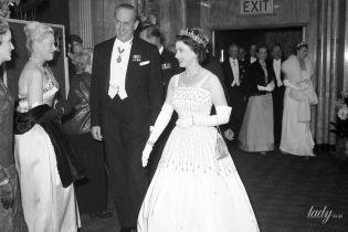Одолжила не только тиару: принцесса Беатрис вышла замуж в платье своей бабушки - королевы Елизаветы II