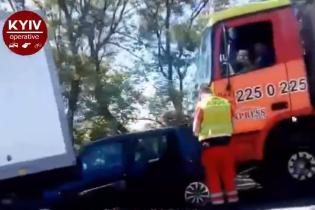 ДТП в Киеве: легковушка оказалась внутри грузовика