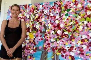 47-летняя Хайди Клум в бикини занялась искусством