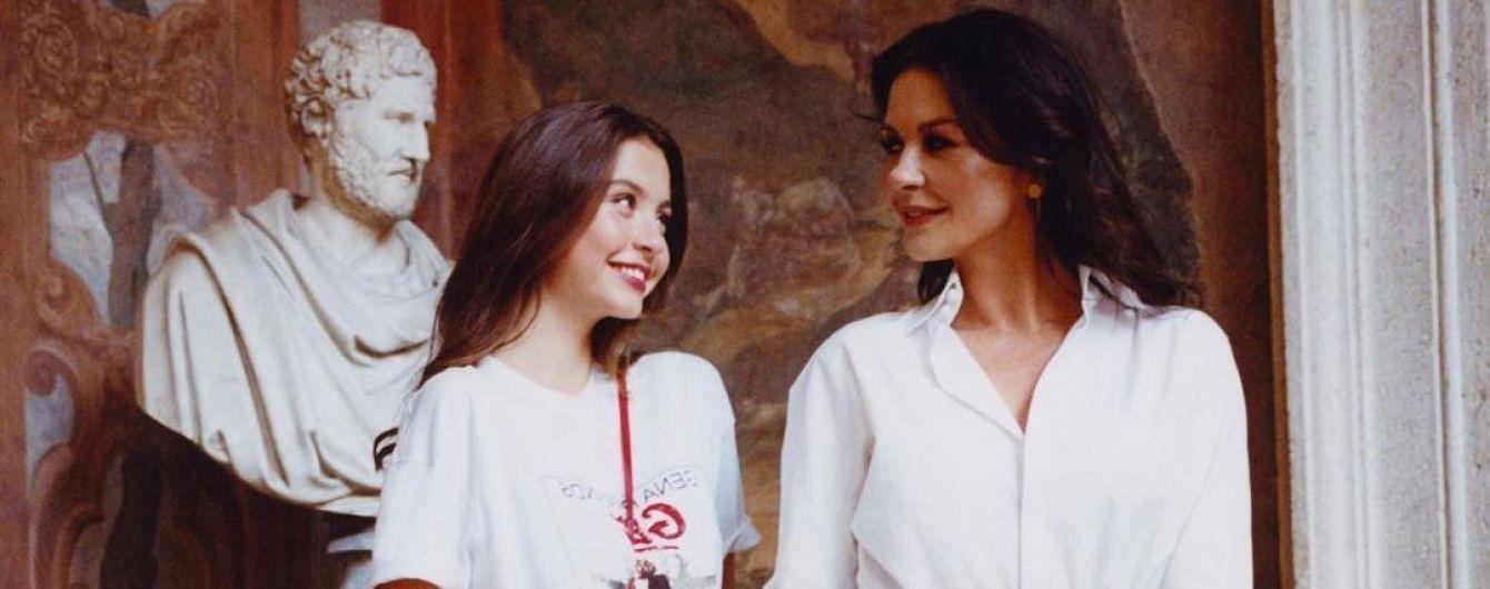 Кэтрин Зета-Джонс поделилась чувственным снимком 17-летней дочери-красавицы