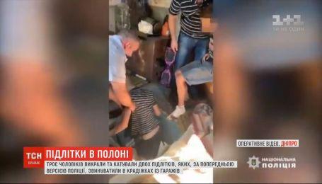 Підлітки в полоні: у Кривому Розі двох школярів зачинили в підвалі гаража та катували
