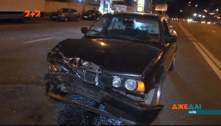 На полупустой столичной дороге произошла авария из-за неправильного разворота