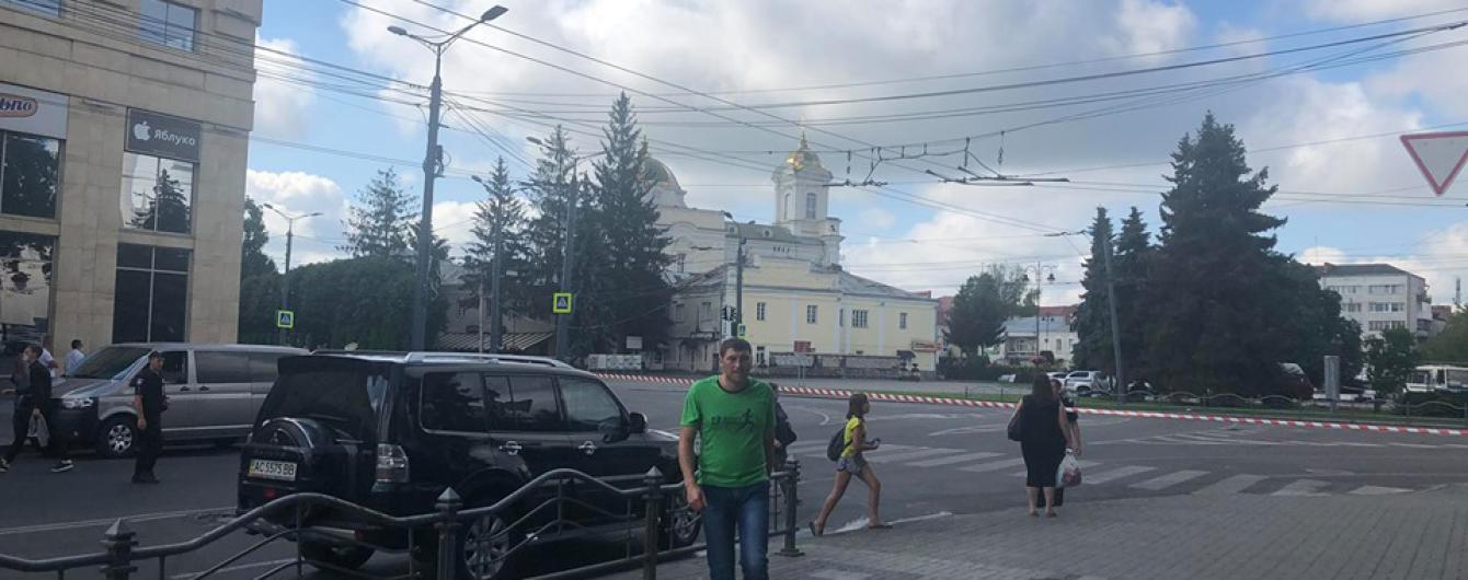 """Геращенко раскрыл личность и """"имя"""" луцкого террориста, который удерживает заложников в автобусе"""