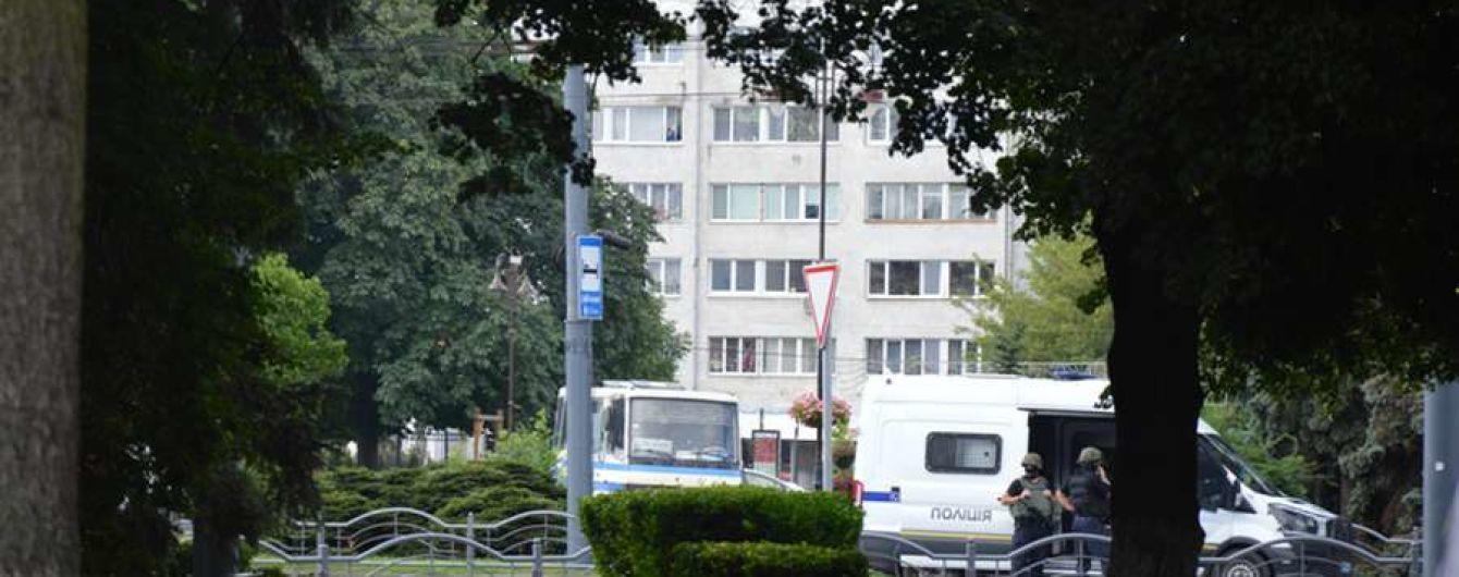 Луцкий террорист заявил о раненом заложнике