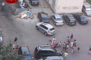 В Вишневом женщина на Toyota сбила ребенка на велосипеде и въехала в припаркованную Skoda