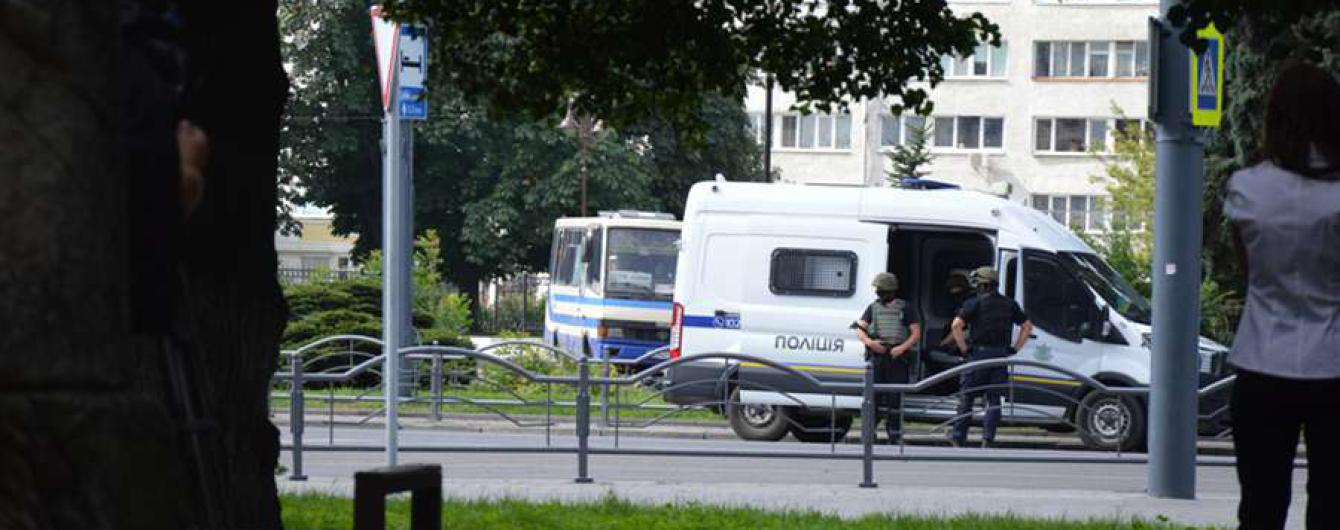 Луцкий террорист позвонил сыну одной из заложниц