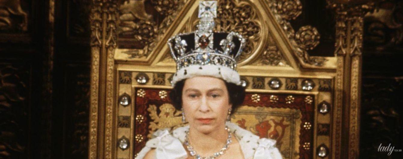 Чей образ красивее: королева Елизавета II в свадебном платье принцессы Беатрис