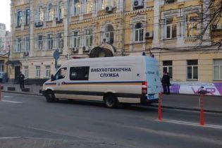 """Заминирование Киева: ищут взрывчатку на вокзале и в аэропорту """"Жуляны"""""""