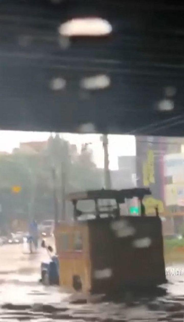 Сильный ливень всего за час затопил улицы Киева