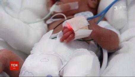 У Перу мама вперше обійняла свого малюка після того, як обидва перехворіли на коронавірус