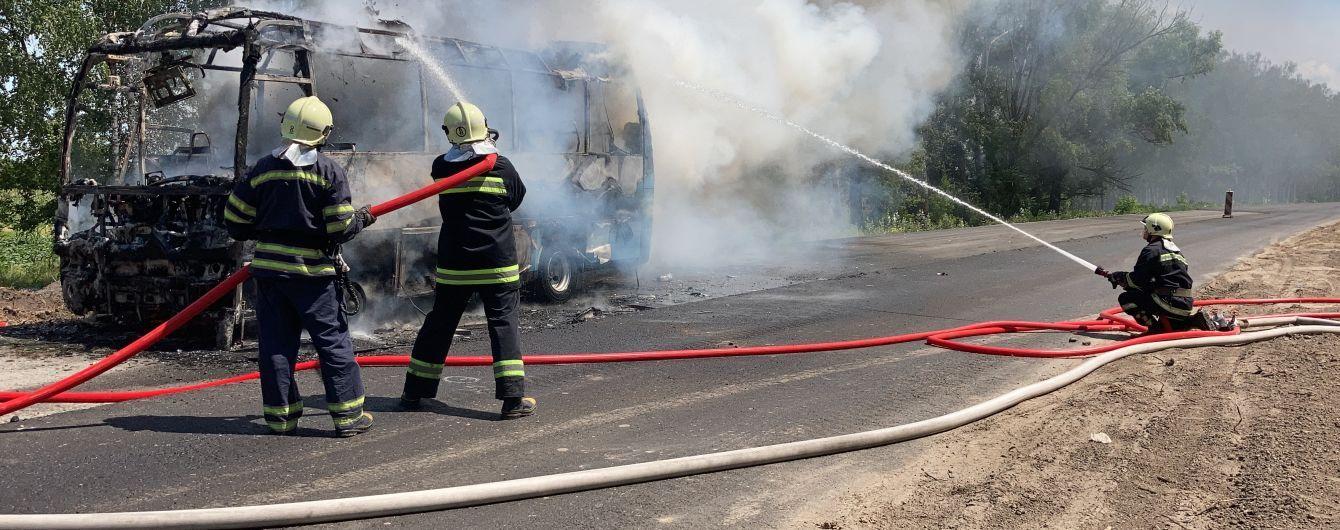 Под Черкассами загорелся автобус с пассажирами