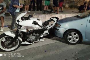 В Греции водитель врезался в толпу митингующих: 6 человек госпитализированы