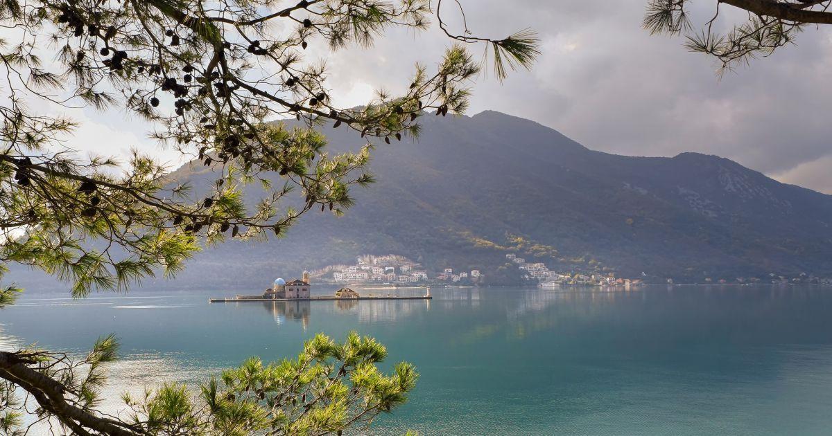 Чорногорія скасувала обов'язковий тест на COVID-19 для туристів