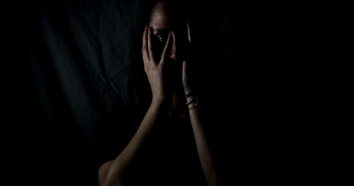 Лікувала маму і опинилася на вулиці: у Дніпрі безпритульною стала дівчина-студентка