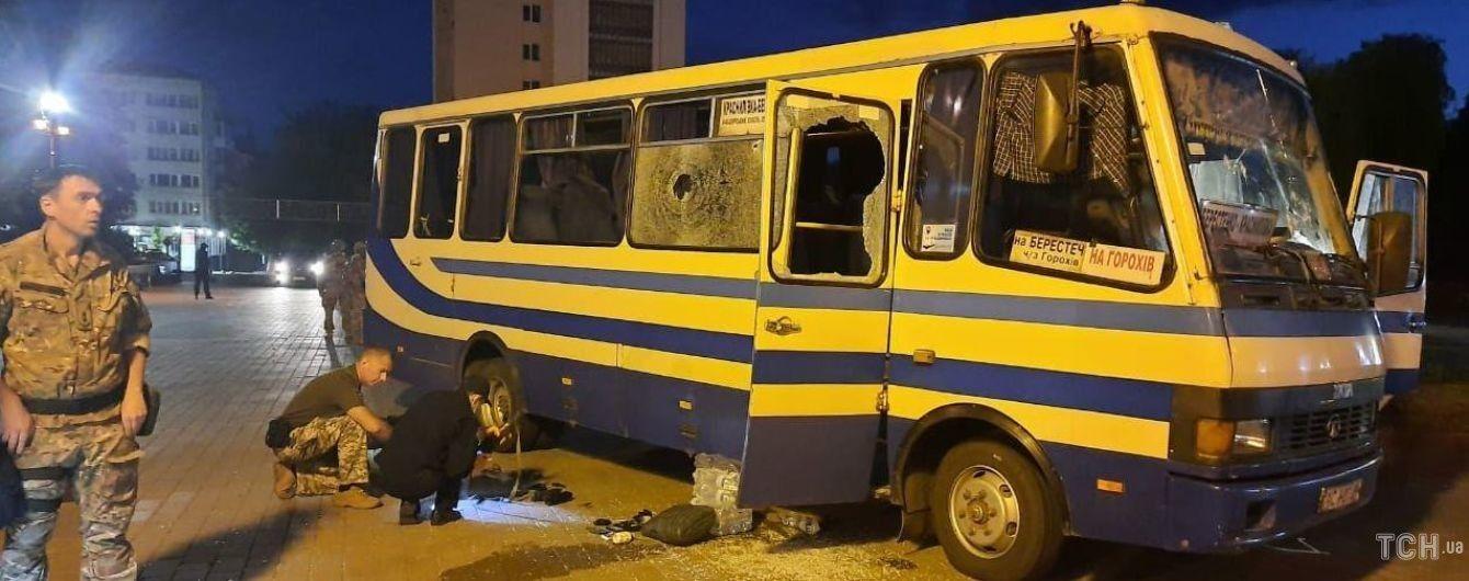 """""""Не угрожал и успокаивал бабушку"""": заложник рассказал, что делал луцкий террорист в автобусе"""