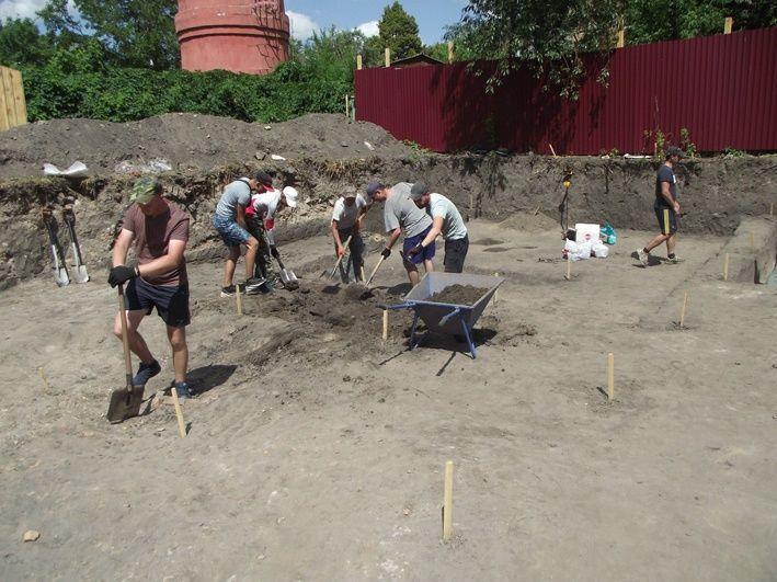 На місці старого військкомату у Переяславі археологи виявили давнє поховання
