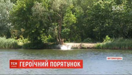 В Бердичеве двое подростков героически спасли рыбака, упавшего в воду