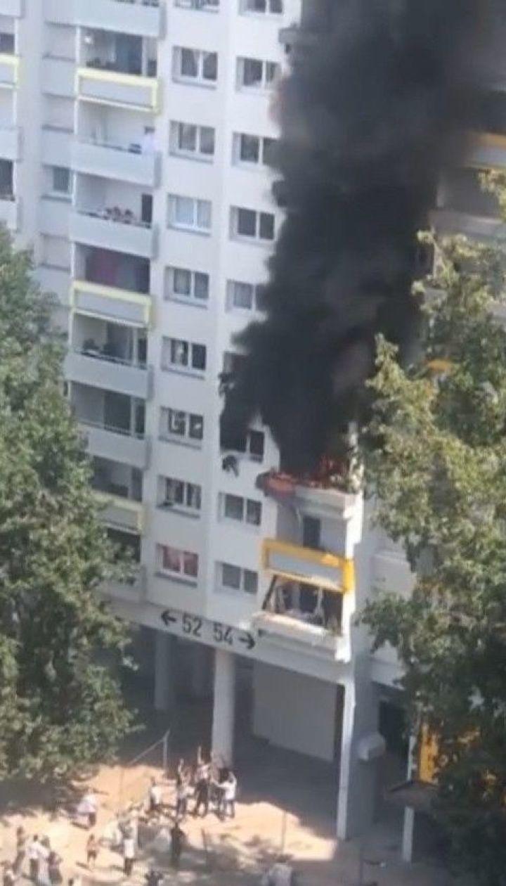 Во Франции детям пришлось выпрыгнуть из окна многоэтажки, чтобы спастись от пожара