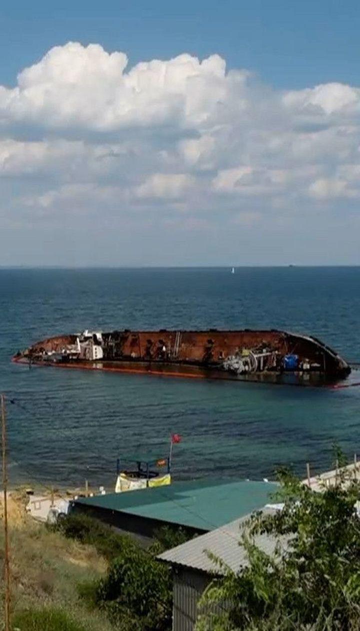 """Владелец полузатонувшего танкера """"Делфи"""" еще раз попытается самостоятельно поднять судно"""