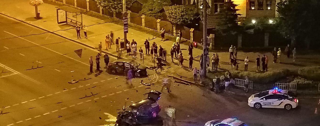 Во Львове на большой скорости врезались два авто: камеры зафиксировали ужасный момент столкновения
