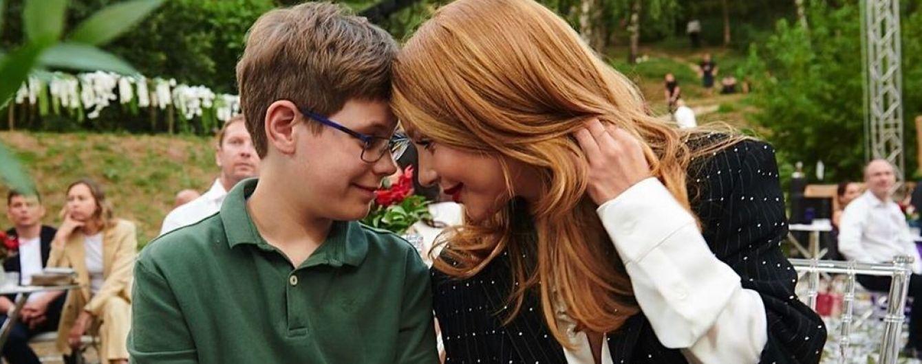 Мамина радость: Тина Кароль с сыном Вениамином на светском мероприятии