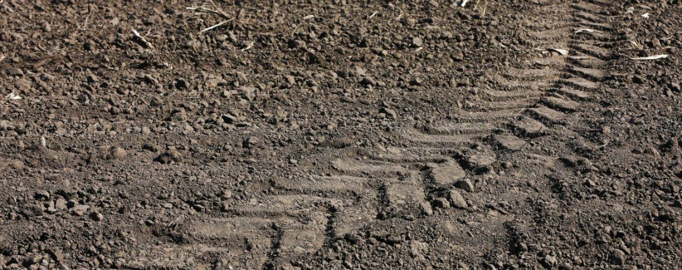 В Днепропетровской области трактор насмерть задавил подростка