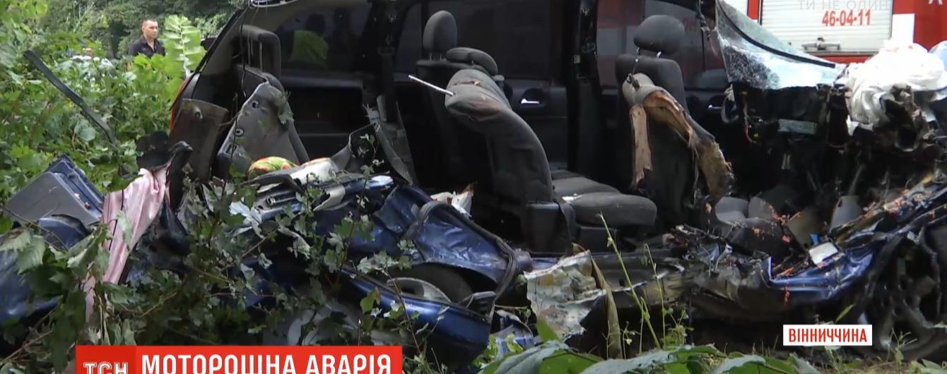 """""""Опель"""" врезался в грузовик – четверо людей погибли, еще четверо травмированы"""