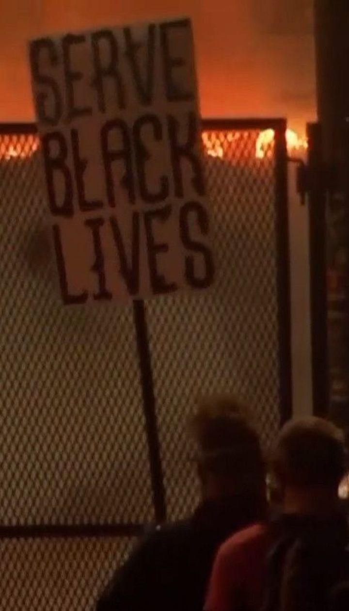 Протесты в США: федеральные войска применили газ против мэра Портленда