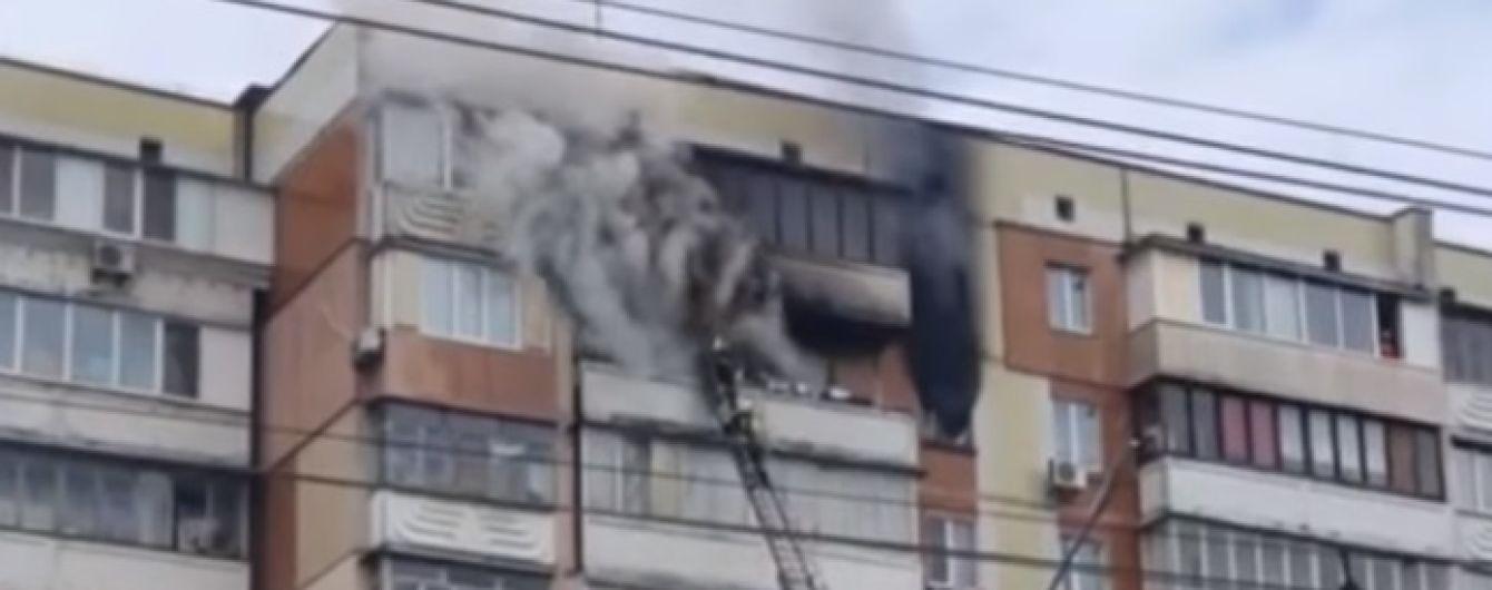 В Киеве загорелась квартира в многоэтажке: женщина сгорела заживо на балконе