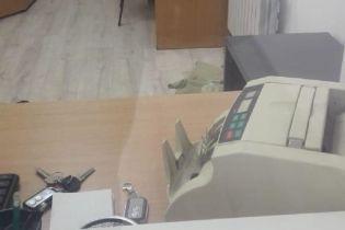 """В Киеве мошенник обустроил фиктивный пункт обмена валют и """"заработал"""" 30 тысяч долларов США"""
