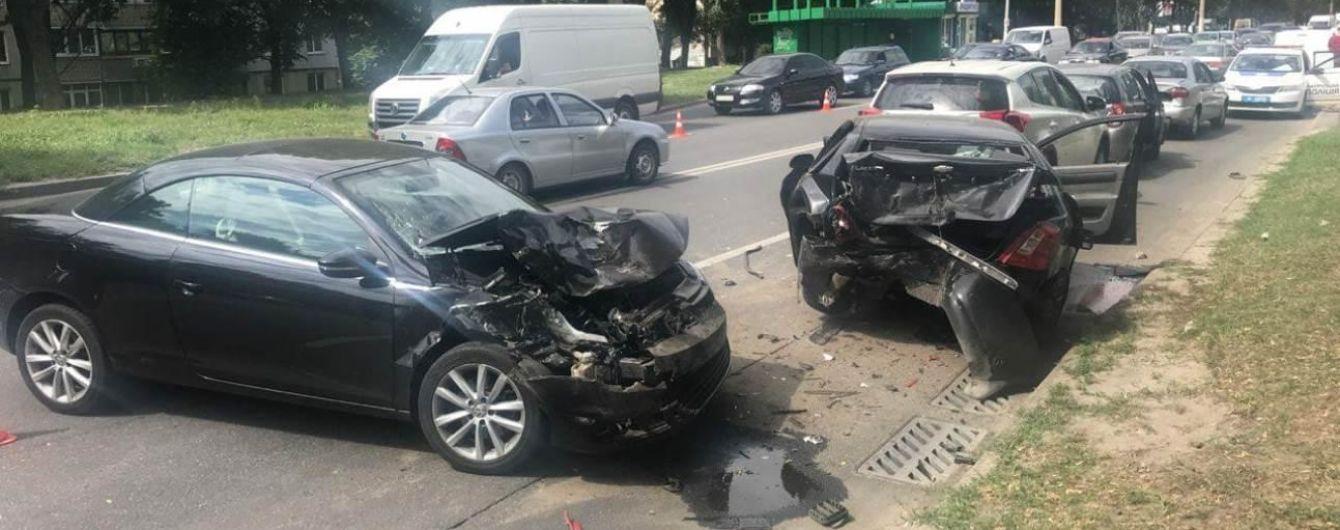 В Харькове столкнулись сразу пять авто - есть пострадавшие