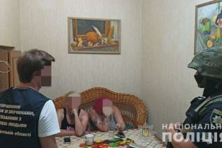 Секс-услуги от 400 до 2800 грн за час: группа сутенеров держала два борделя в центре Одессы
