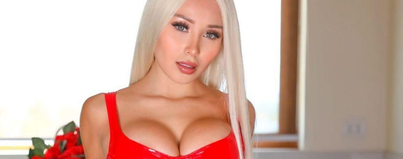Пышногрудая модель Playboy, которая хвасталась сексом с Роналду, купила футбольный клуб: фото красавицы