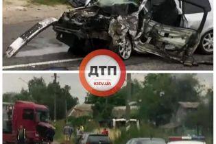 В масштабном ДТП под Киевом погиб водитель легкового автомобиля, 9 человек пострадали, среди них дети