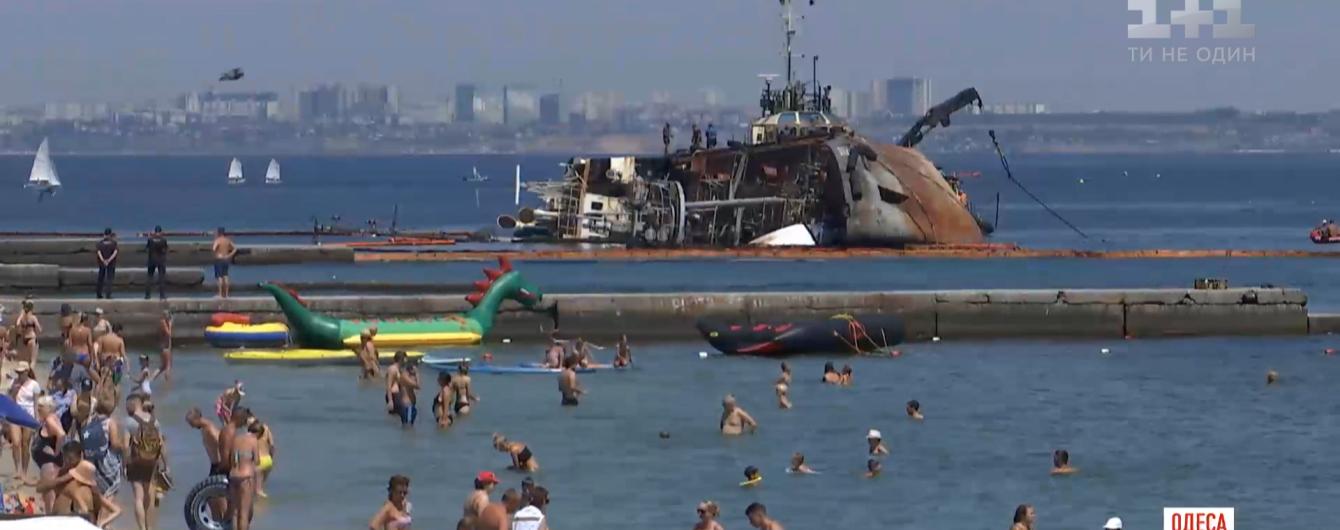 """Больше попыток у судовладельца не будет: как пытались поднять танкер """"Делфи"""" в Одессе"""