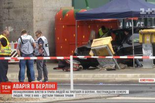 В Берлине внедорожник влетел в группу людей на тротуаре, есть травмированные