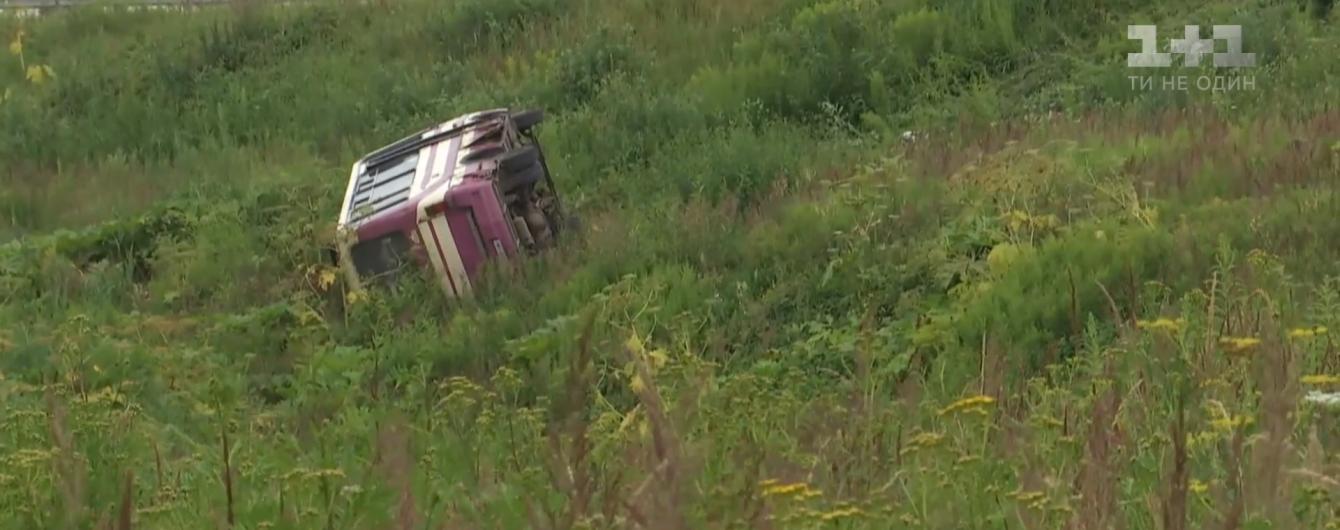 На трассе Львов-Краковец перевернулась маршрутка: водитель и единственный пассажир были в нетрезвом состоянии