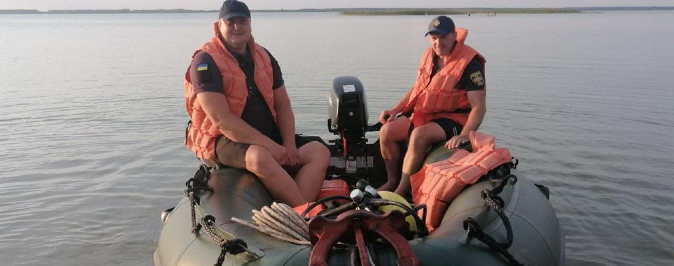 На озере Свитязь перевернулся катамаран с 8 отдыхающими