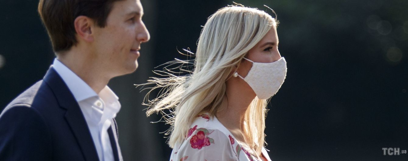 В платье с цветочным принтом и на шпильках: романтический образ Иванки Трамп