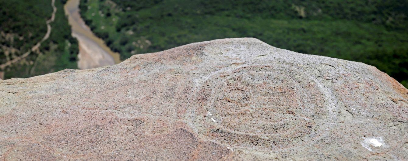 Люди з рогами та бог кажанів: у Мексиці виявили таємничі малюнки стародавнього племені
