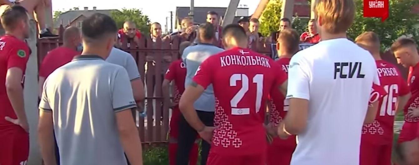 """""""Це село їб*не"""": фанати """"Волині"""" роздали футболістам і ледь не побилися із президентом клубу-суперника"""